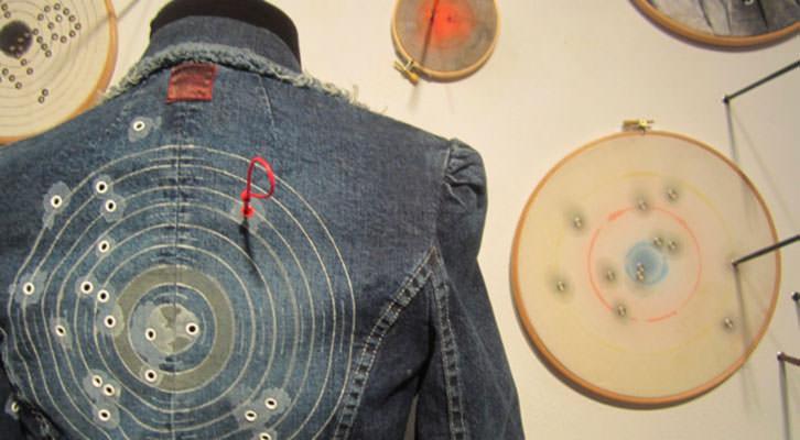 Obras de la exposición 'Galería de tiro', en el Colegio Mayor Rector Peset. Gentileza de Cazadoras asociados.
