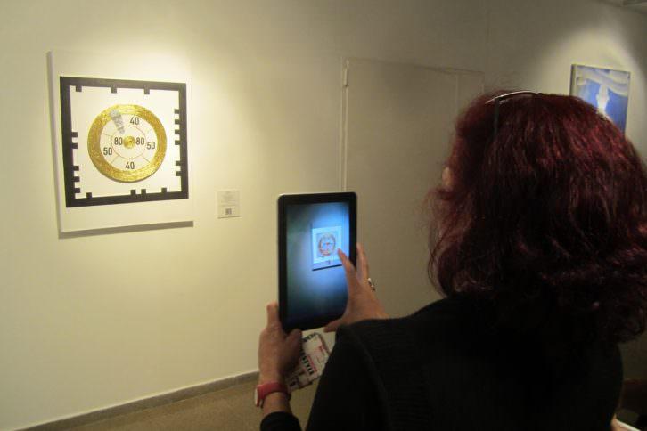 Vista de la exposición 'Galería de tiro', en el Colegio Mayor Rector Peset. Cazadoras asociados.