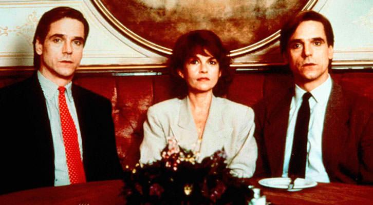 Jeremy Irons y Geneviève Bujold en 'Inseparables', de David Cronenberg. Imagen cortesía del Aula de Cinema de la Universitat de València.