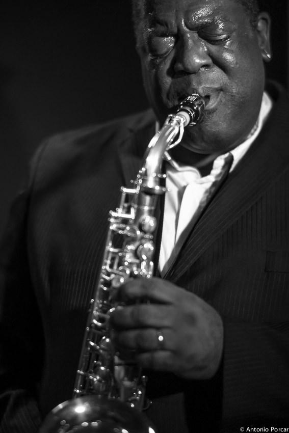 El saxofonista Jesse Davis. Fotografía de Antonio Porcar cortesía de Jimmy Glass.