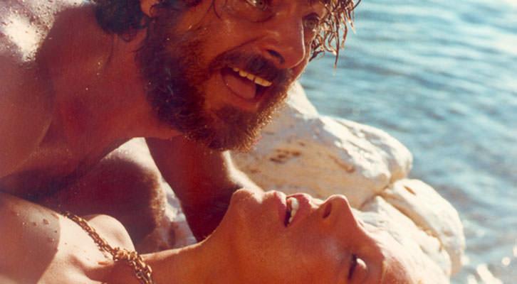 Giancarlo Giannini y Mariangela Melato en 'Insólita aventura de verano', de Lina Wertmüller.