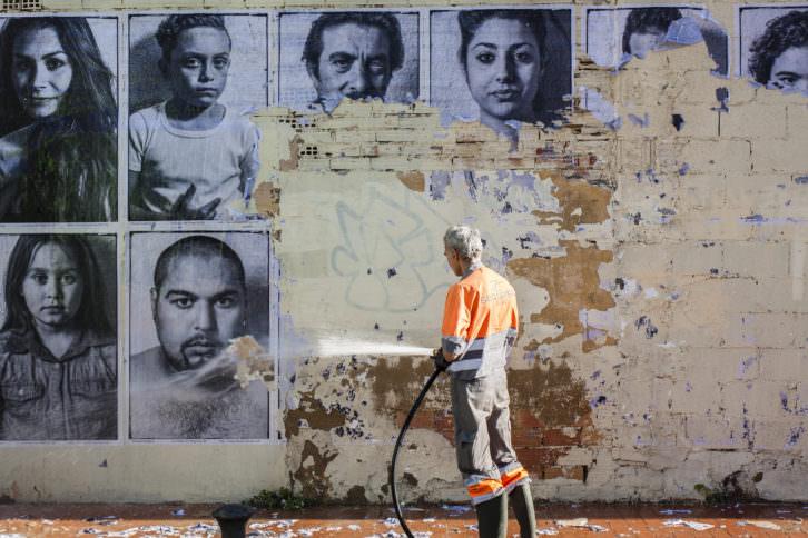 Destrucción de la intervención de Jorge López en El Cabanyal. Cortesía del artista.