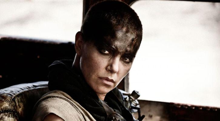 Charlize Theron en un fotograma de 'Mad Max: Furia en la carretera', de George Miller.