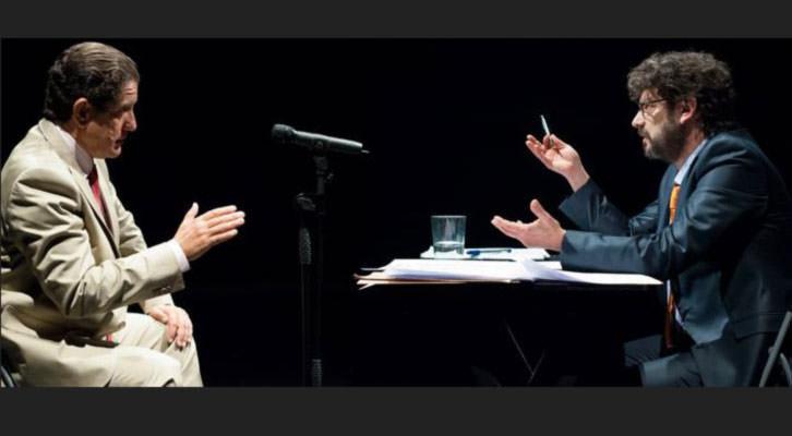 Pedro Casablanc (izquierda) y Manolo Solo, en un momento de la obra 'Ruz-Bárcenas'. Teatro Talía de Valencia.