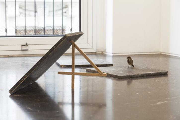 Obra de Yann Sérandour en la exposición A Figure Four Trap. Fotografía de Nacho López cortesía de Luis Adelantado.