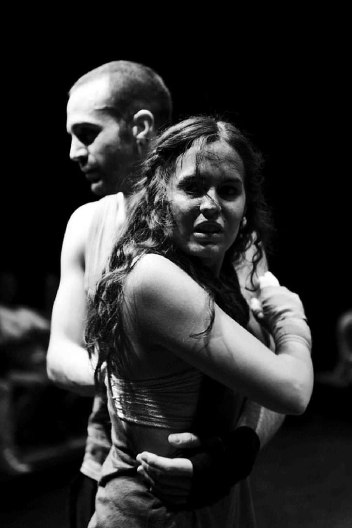 Escena de Fuente Ovejuna, de César Barló, a cargo de la compañía AlmaViva Teatro. Imagen cortesía de Sala Russafa.
