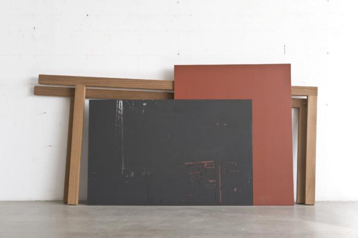 Sergi Aguilar. Vers sud-est, 2004. 120 x 240 x 15 cm. Madrea, policarbonato y aluminio. Foto: Roberto Ruiz. Cortesía MACBA.