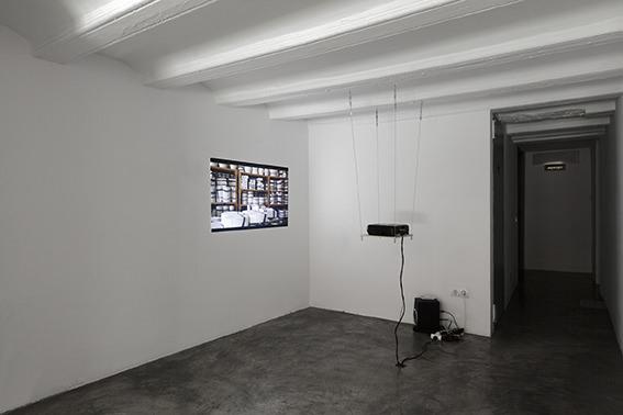 Exposición 'Del rombo al hexágono hay dos líneas'. Imagen cortesía de Galería Rosa Santos.