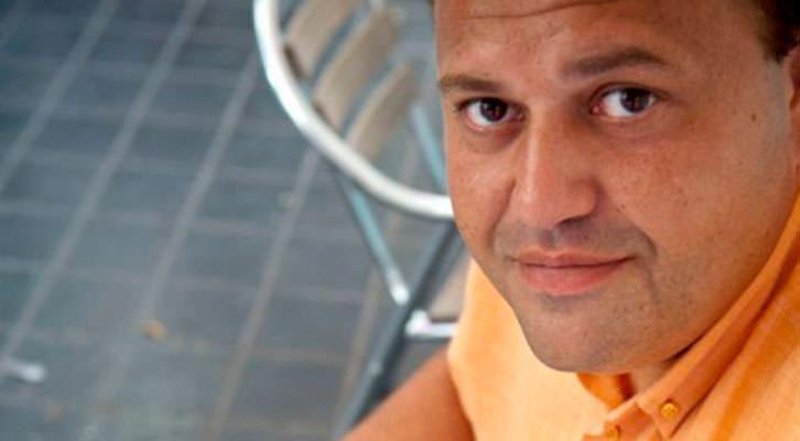 El periodista y escritor Carlos Aimeur. Imagen cortesía del autor.