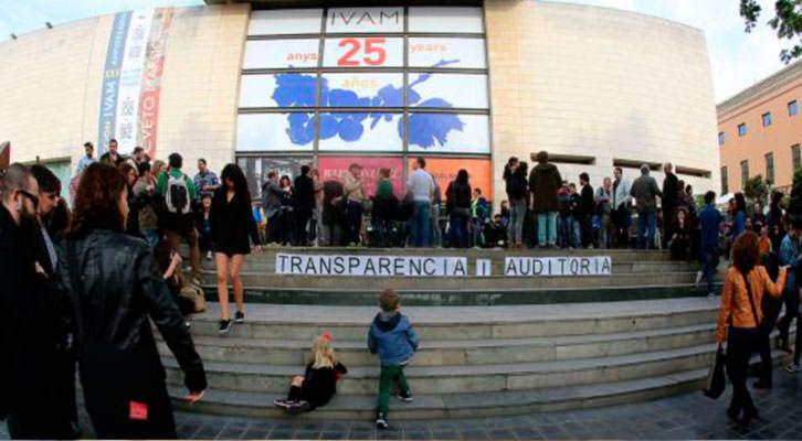 Manifestación frente al IVAM. Fotografía: Tania Castro.