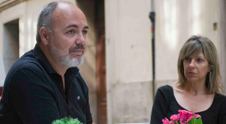 Rafael Maluenda y Eva Montesinos, responsable de Comunicación de Cinema Jove, en un momento de la entrevista. Fotografía: Fernando Ruiz.