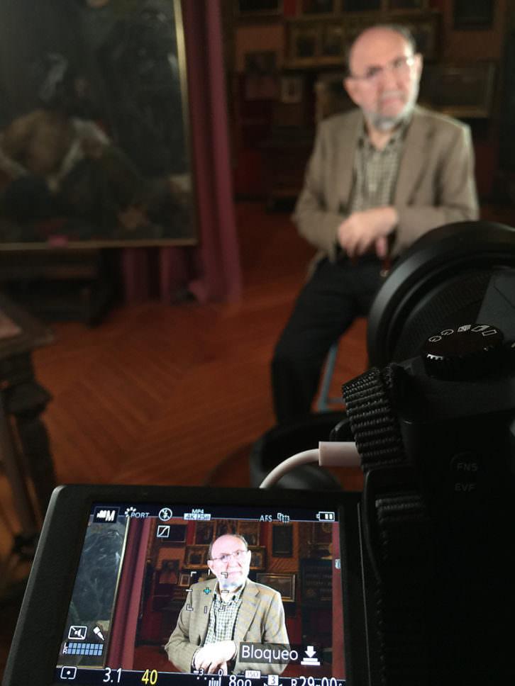 El poeta Marc Granell en el estudio de la Casa Museo Benlliure. Imagen cortesía de Poética 2.0.