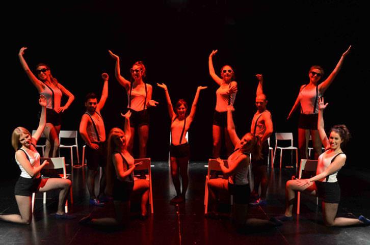 Escena Erasmus y su Europa, cabaret del desencant. Imagen cortesía de la Universitat de València.