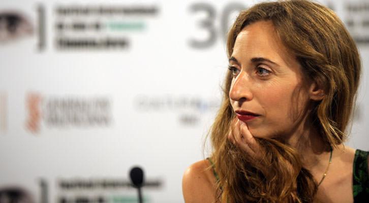 Marta Aledo, directora de Jingle, durante la presentación de su corto. Imagen cortesía de Cinema Jove.