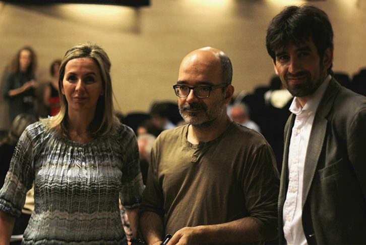 Mar Gómiz y Ángel Salguero, responsables de Poética 2.0, junto a José Luis Moreno (derecha), director general de CulturArts. Imagen cortesía de Poética 2.0