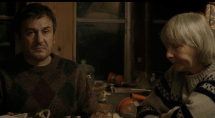 Daniel Cerqueira y Gemma Jones en un fotograma de 'Radiator', de Tom Browne, película que inaugura la 30 edición de Cinema Jove.