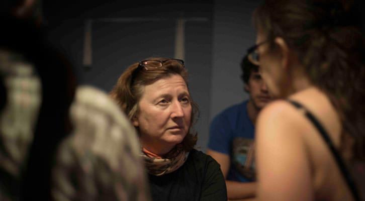 Giovanna Ribes preparando el rodaje de La Familia. Cortesía de la autora.
