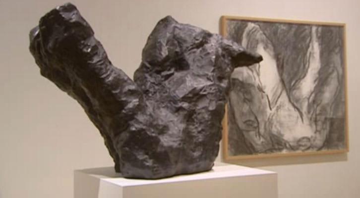 Tucker: masa y figura, en el Museo de Bellas Artes de Bilbao. Imagen del video de la agencia EFE.