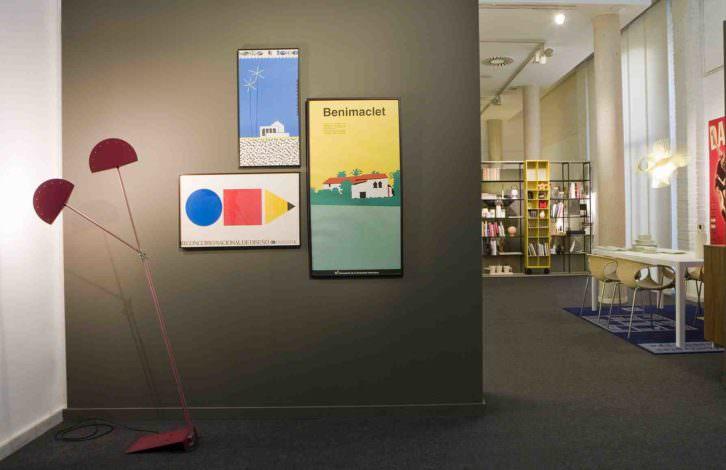 Una de las instalaciones de la exposición 'Tres décadas de diseño'. Imagen cortesía de Las Naves.