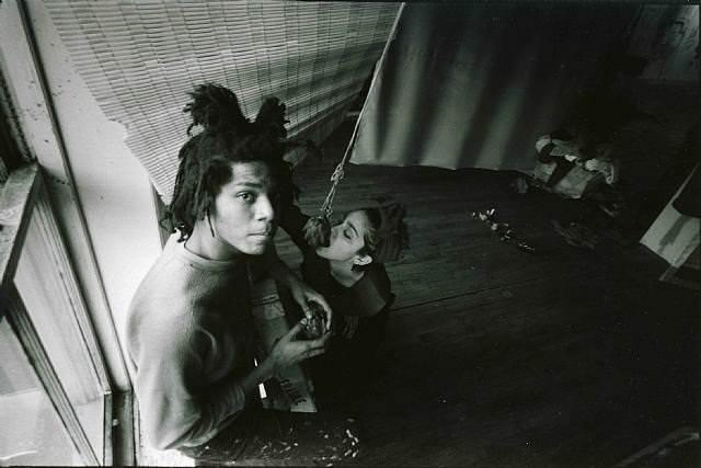 Basquiat, en la imagencon Madonna de quien fue pareja,  fue protagonista del mundo neoyorkino de los años 80.