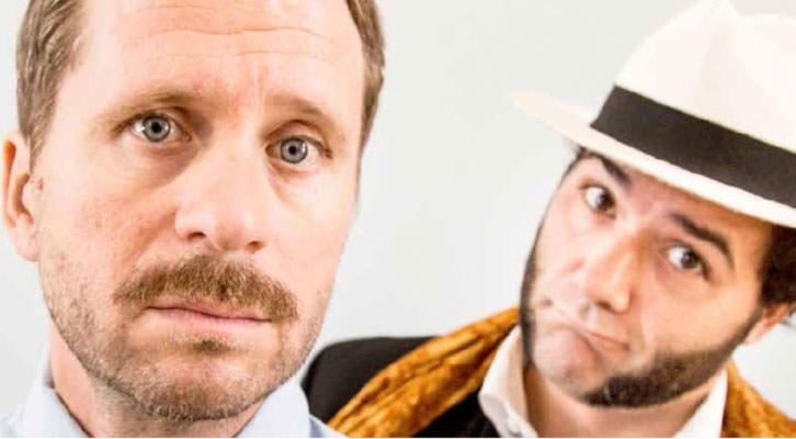 Alberto López (en primer plano) y Alfonso Sánchez protagonizan 'Patente de corso'. Teatro Olympia.