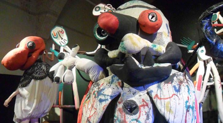Muñecos de Joan Miró en la exposición Mori el Merma, en el Centro del Carmen de Valencia.