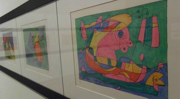 Dibujos de Joan Miró en la exposición Mori el Merma en el Centro del Carmen de Valencia.