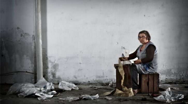 Pedro Galisteo. Tejedora. Serie Crisis textil en la Comunidad Valenciana. 2013. Cortesía del artista.