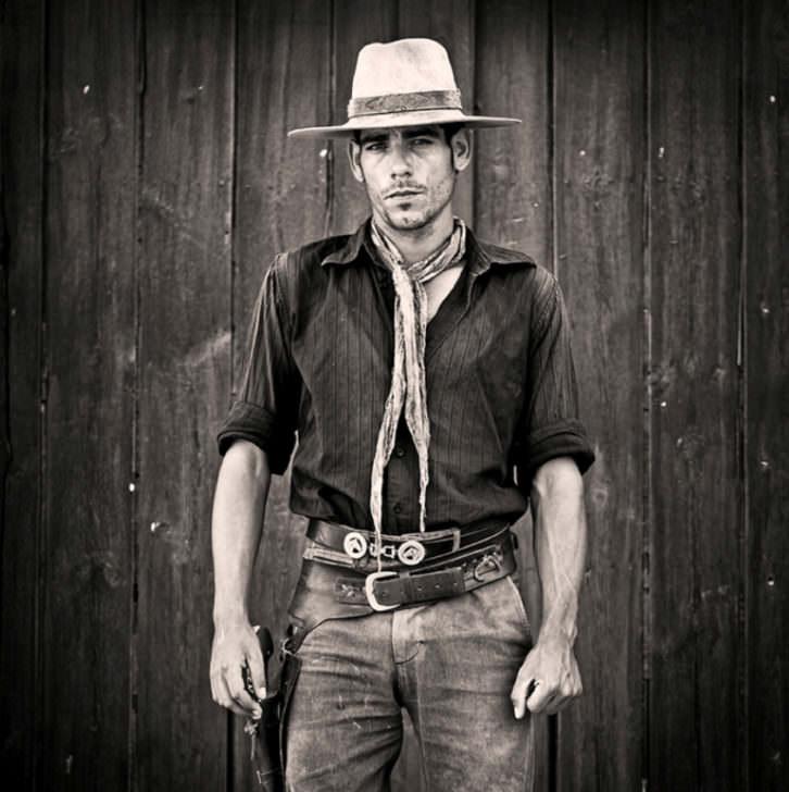 Rubén García. Víctor Rodríguez. Serie Especialistas del viejo Oeste. 2013. Cortesía del artista.