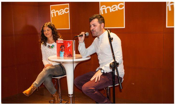 Nívola Uyá y Jerónimo Cornelles durante la presentación del libro en la FNAC. Imagen cortesía de los autores.