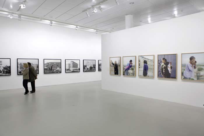 Mathieu Pernot. Vista de exposición La Traversée, Jeu de Paume, Paris, 2014. Cortesía del artista.