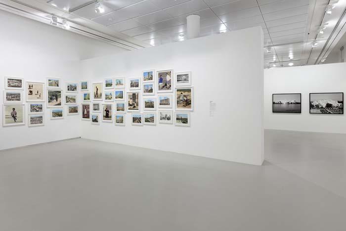 Mathieu Pernot. Vista de exposición La Traversée, Jeu de Paume, Paris, 2014.