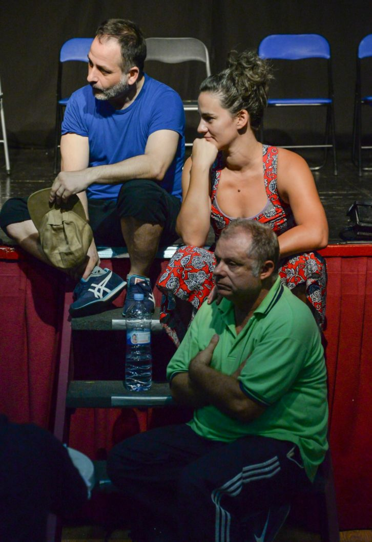 Los actores Carles Castillo, Carles Montoliu y Elena Lombao. 2015. Cortesía de L'Om-Imprebís