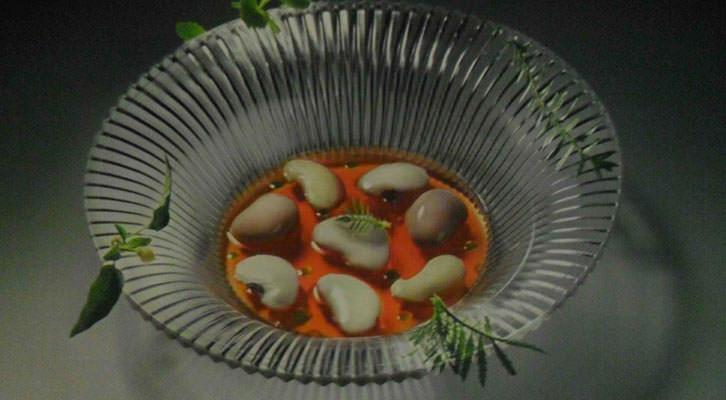 Fotografía de uno de los platos de Quique Dacosta en la exposición del MuVIM.
