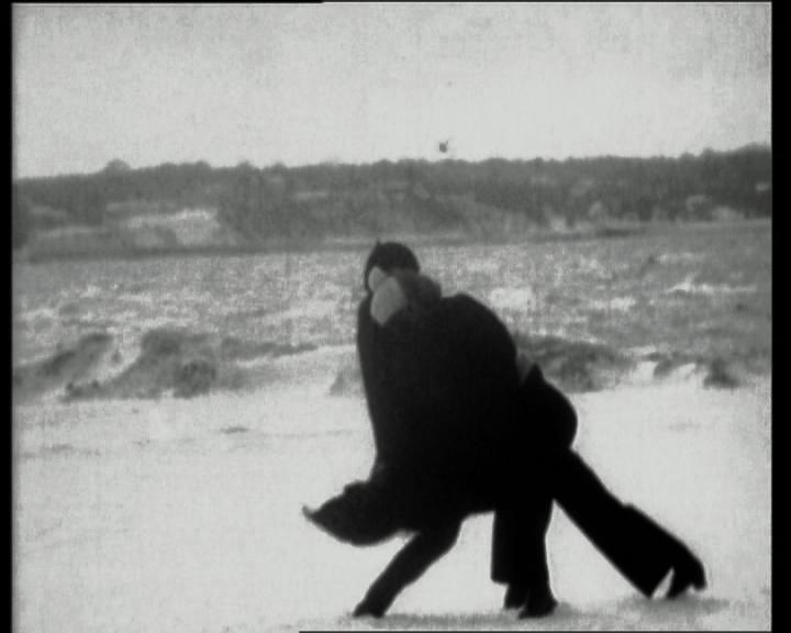 Joan Jonas. Wind, 1968. Pel·lícula, 16 mm, transferida a vídeo, bn, sense so, 5 min 40 s. Col·lecció MACBA. Consorci MACBA. Copyright © Joan Jonas, 2015. Fotografia Tony Coll