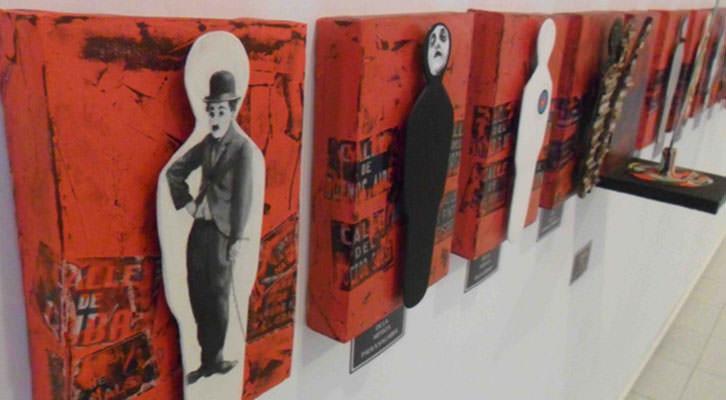 Vista de algunas de las obras de Pinceladas colectivas en la Galería Imprevisual.