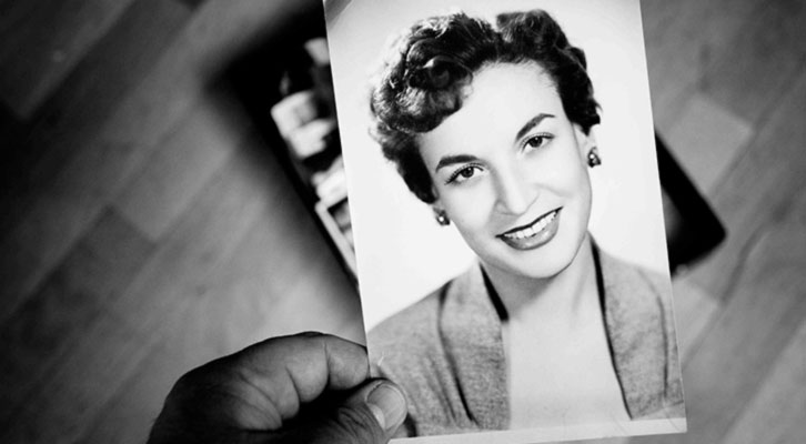 Fotografía de Lía Delby, a la sazón esposa de Paco Esteve, en una imagen de La Caixa Negra, de José Carlos Díaz. Cortesía del autor.