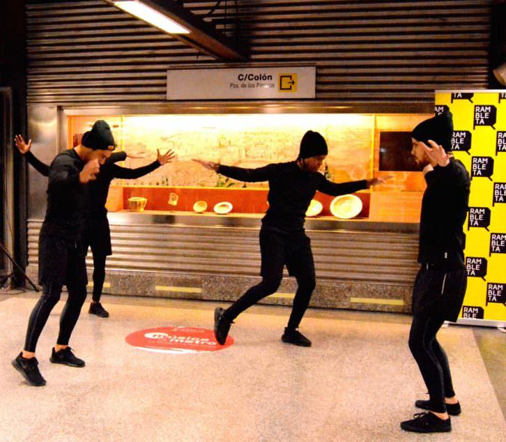 B-boys bailando durante la presentación matutina.