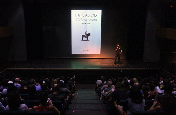 Presentación de La Cabina en Las Naves. Imagen cortesía de la organización del Festival Internacional de Mediometrajes de Valencia.