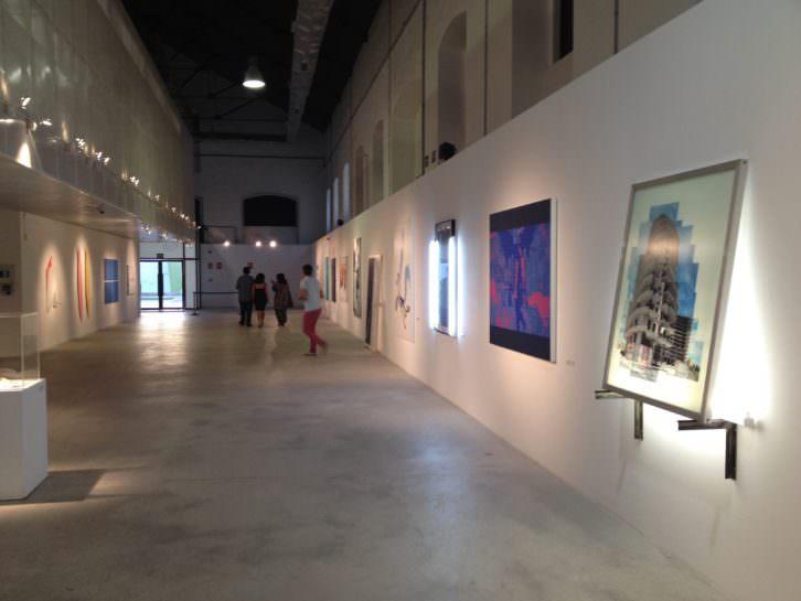 Vista parcial de la exposición, con los trabajos seleccionados en la convocatoria del III Premio de Pintura Mardel, en Las Cigarreras.