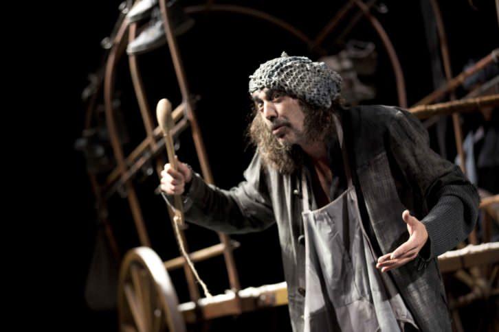 """El actor Manuel Asensio como """"Cocinero"""" en una instante de la función. Imagen cortesía del Teatro Español."""