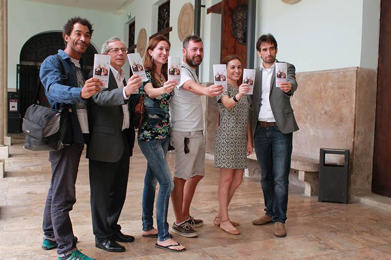 De izquierda a derecha, Ximo Rojo, Antonio Ariño, Ana Sanahuja, Jerónimo Cornelles, Regina Enguídanos y José Luis Moreno. Cortesía de Russafa Escènica.