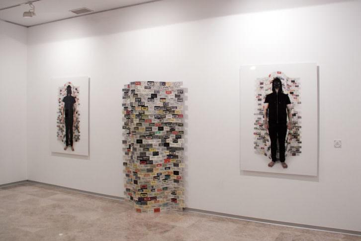 Obras de Tactelgraphics expuestas previamente en la UMH de Elche y ahora en la Facultad de Bellas Artes. Imagen cortesía de la UPV.