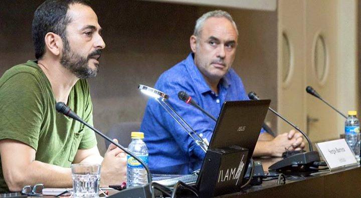 Sergio Barrera (izda) y Toño Barrerio (drcha) dialogando en 'Conversaciones de artistas'. Imagen cortesía del IVAM.