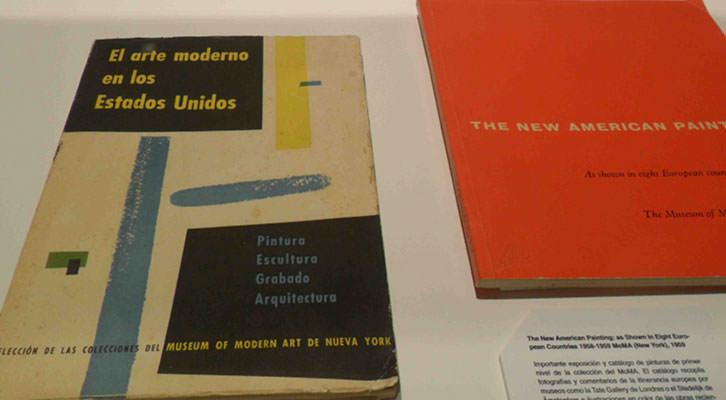 Algunos de los libros expuestos en la nueva sala de la biblioteca del IVAM.