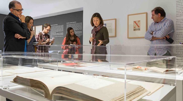 Imagen de la presentación del nuevo espacio expositivo de la Biblioteca del IVAM. Cortesía del Instituto valenciano.