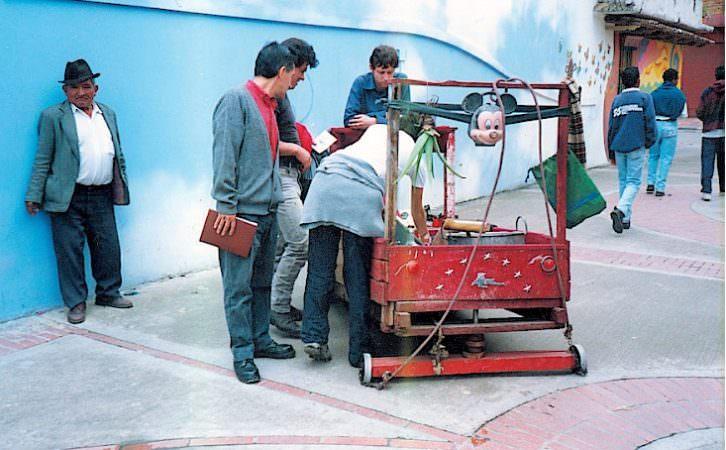 Intervención de Colectivo Cambalache. Construyendo democracia. Imagen cortesía de Fundación Chirivella Soriano.