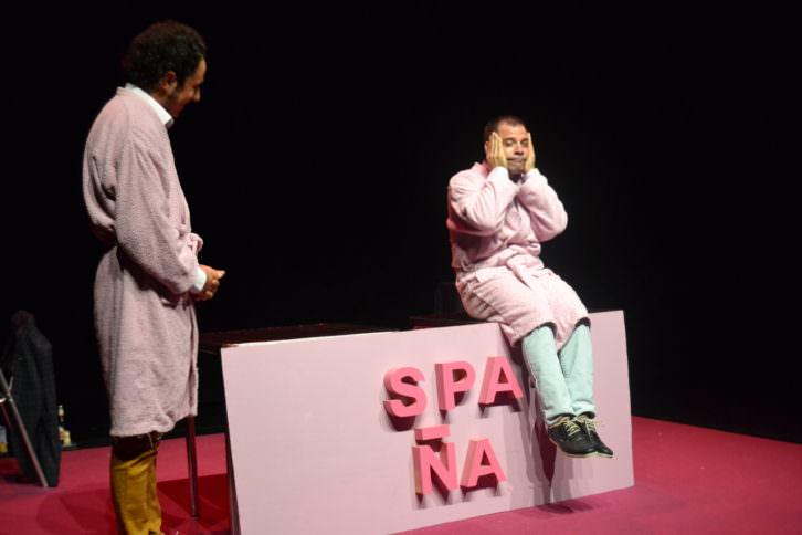 Momento de la actuación en Spaña. 2015. Cortesía de Lorena Riestra.