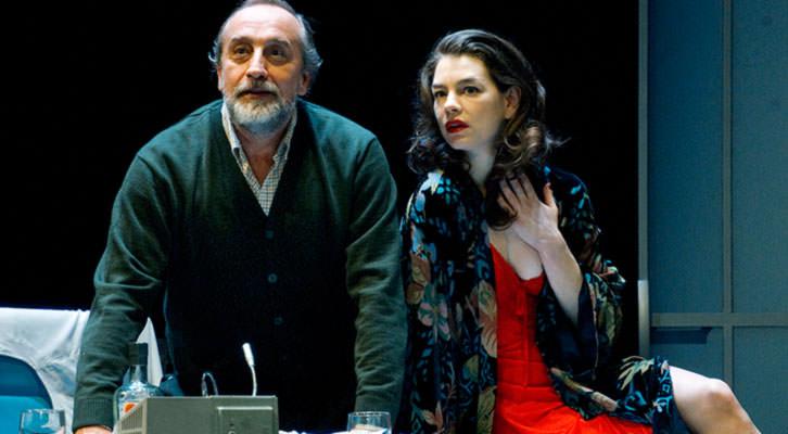 Escena de Invernadero, de Harold Pinter, bajo dirección de Mario Gas. Imagen cortesía de Teatro Olympia.