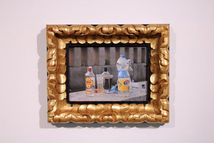 Córdoba III, 2015. Fotografía impresa sobre lienzo y marco tallado. 41 x 51 cm. Cortesía del artista.